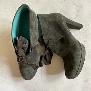 BODEN [Grey Suede Ribbon Tie Ankle Booties]